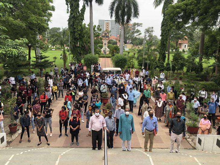 સાર્વજનિક યુનિવર્સિટીએ ખાનગી કોલેજો માંગી હતી, સરકારે ગ્રાન્ટેડ પણ આપી દેતાં હવે વિરોધ સુરત,Surat - Divya Bhaskar