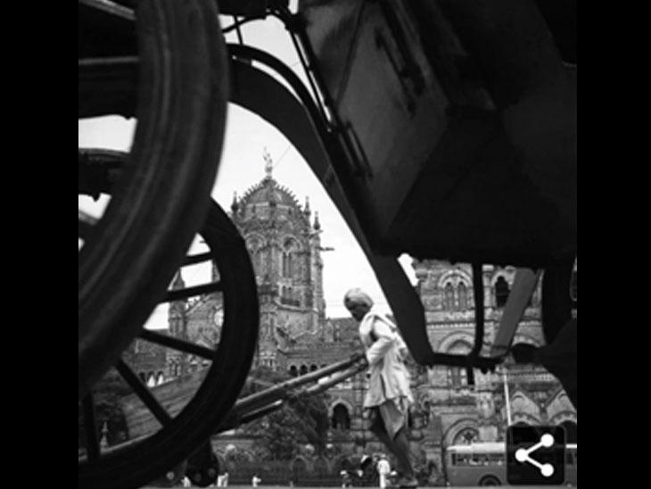 સ્વ. વ્યારાવાલાએ 1940માં મુંબઇના ધી વિકટોરિયા ટર્મિનસની લીધેલી તસવીર પ્રદર્શનમાં મૂકાઇ છે. - Divya Bhaskar