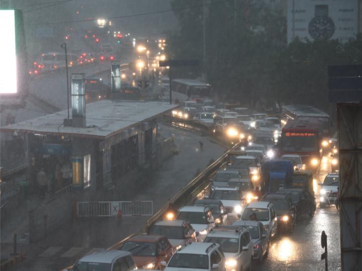 બોપલ, વસ્ત્રાલ સહિત અમદાવાદમાં સાંજે વરસાદ ખાબક્યો, બોડકદેવ અને સેટેલાઈટમાં એક ઈંચ જેટલો વરસાદ|અમદાવાદ,Ahmedabad - Divya Bhaskar
