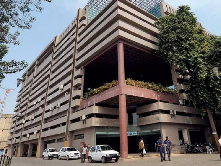 મીઠાખળી અંડરબ્રિજની RCC દિવાલ બનાવવા 24 ટકા ઊંચા ભાવનું રૂપિયા 3 કરોડનું સિંગલ ટેન્ડર મૂકાયું અમદાવાદ,Ahmedabad - Divya Bhaskar