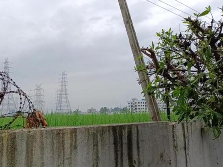દસ્તાન રેસિડેન્સીની ફેન્સિંગ કાપી ઘુસેલા તસ્કરો ચાર લાખના ઘરેણાં ચોરી કરી ગયા|પલસાણા,Palsana - Divya Bhaskar