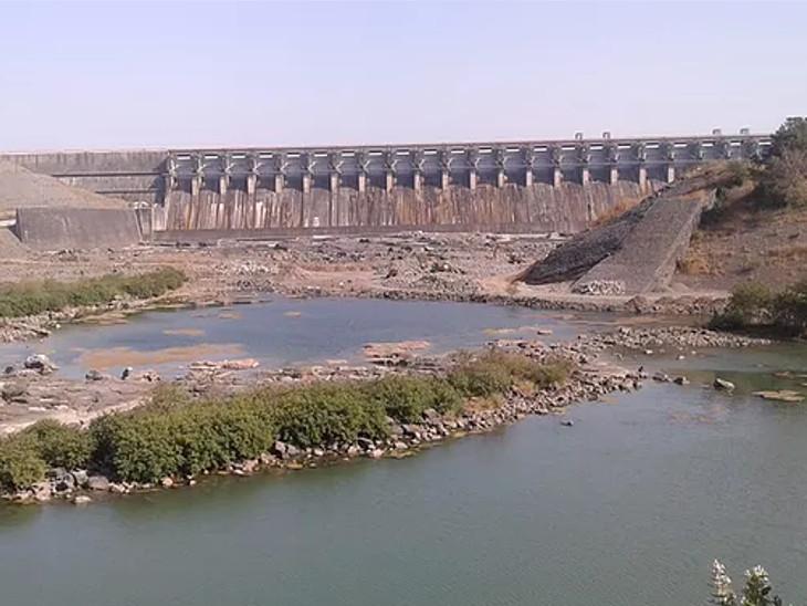 મહારાષ્ટ્ર અને મધ્યપ્રદેશમાં ધોધમાર વરસાદથી ઉકાઈ ડેમમાં નવા નીર આવ્યા, સપાટી ત્રણ ફૂટના વધારા સાથે 319.90|સુરત,Surat - Divya Bhaskar