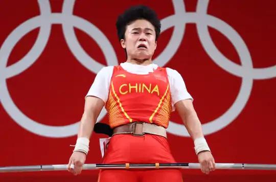 ચીનની હોઉ જિહુઈએ 210 કિલોગ્રામ વજન ઉપાડીને ગોલ્ડ મેડલ જીત્યું હતું.