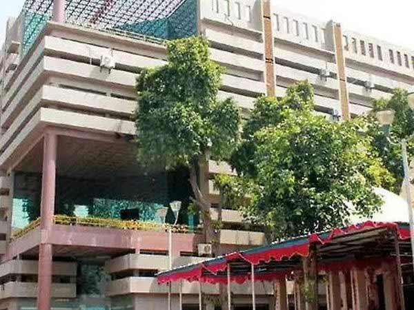 જગતપુર રેલવે ઓવરબ્રિજ બનાવવા પાછળ 25 ટકા ખર્ચ ભોગવવા સિદ્ધિ ગ્રુપ બિલ્ડરની ના, AMC અધિકારીઓ હજુ ચર્ચા કરી રહ્યા છે|અમદાવાદ,Ahmedabad - Divya Bhaskar