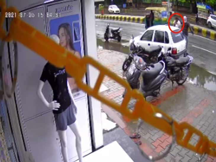 અમદાવાદના વસ્ત્રાપુરમાં બેરોજગાર યુવકે ટ્રેડિંગ કંપનીના કર્મચારીની આંખમાં મરચું નાંખી રૂ. 2 કરોડની દિલધડક લૂંટ કરી, આરોપી પકડાયો|અમદાવાદ,Ahmedabad - Divya Bhaskar