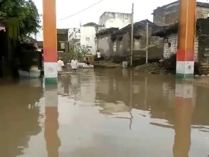 મોટી મારડ ગામમાં કેડસમા પાણી.