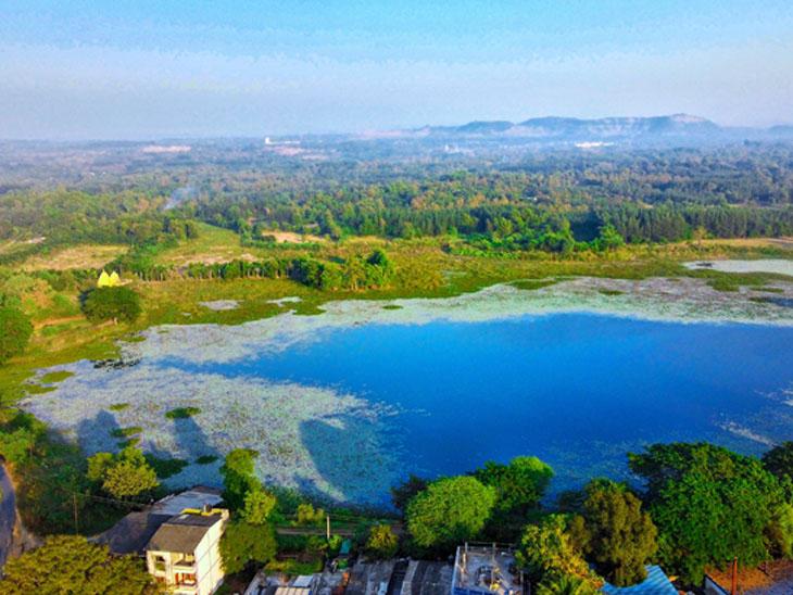 1856માં દુષ્કાળ સમયે ધરમપુરના રાજાએ બનાવેલું મોટાપોંઢાનું 36 એકર તળાવનો પ્રવાસન સ્થળ જેવો નજારો જામ્યો|ધરમપુર,Dharampur - Divya Bhaskar