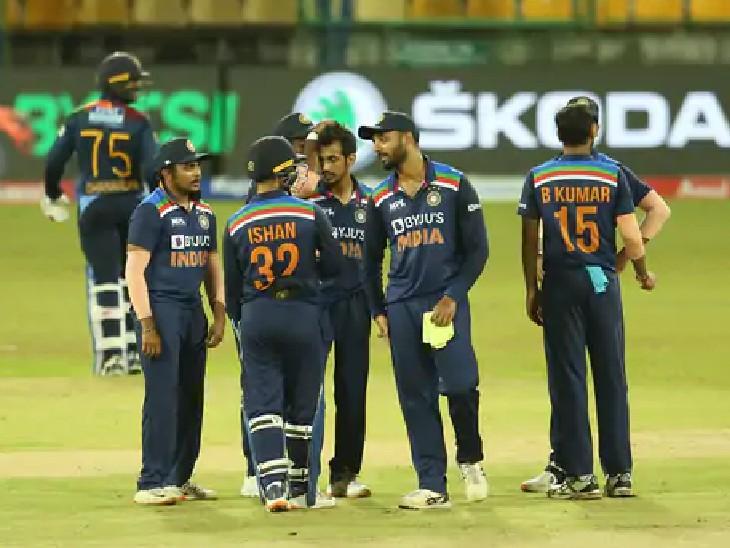 જીત પછી ઉજવણી કરતી ઇન્ડિયન ટીમ. ભારત-શ્રીલંકાની બીજી મેચ મંગળવારે રમાશે.