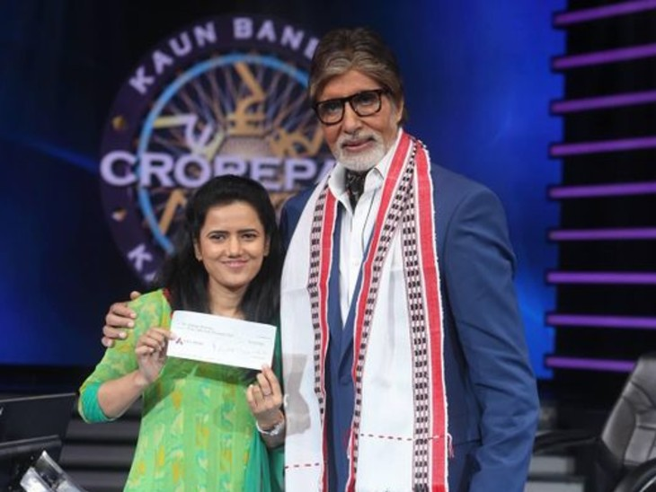 કૌન બનેગા કરોડપતિ 2013ની સાતમી સિઝનમાં દીપા શર્માએ ભાગ લીધો હતો અને તેમાં તેણે 6,40,000 રુપિયા પણ જીત્યા હતા