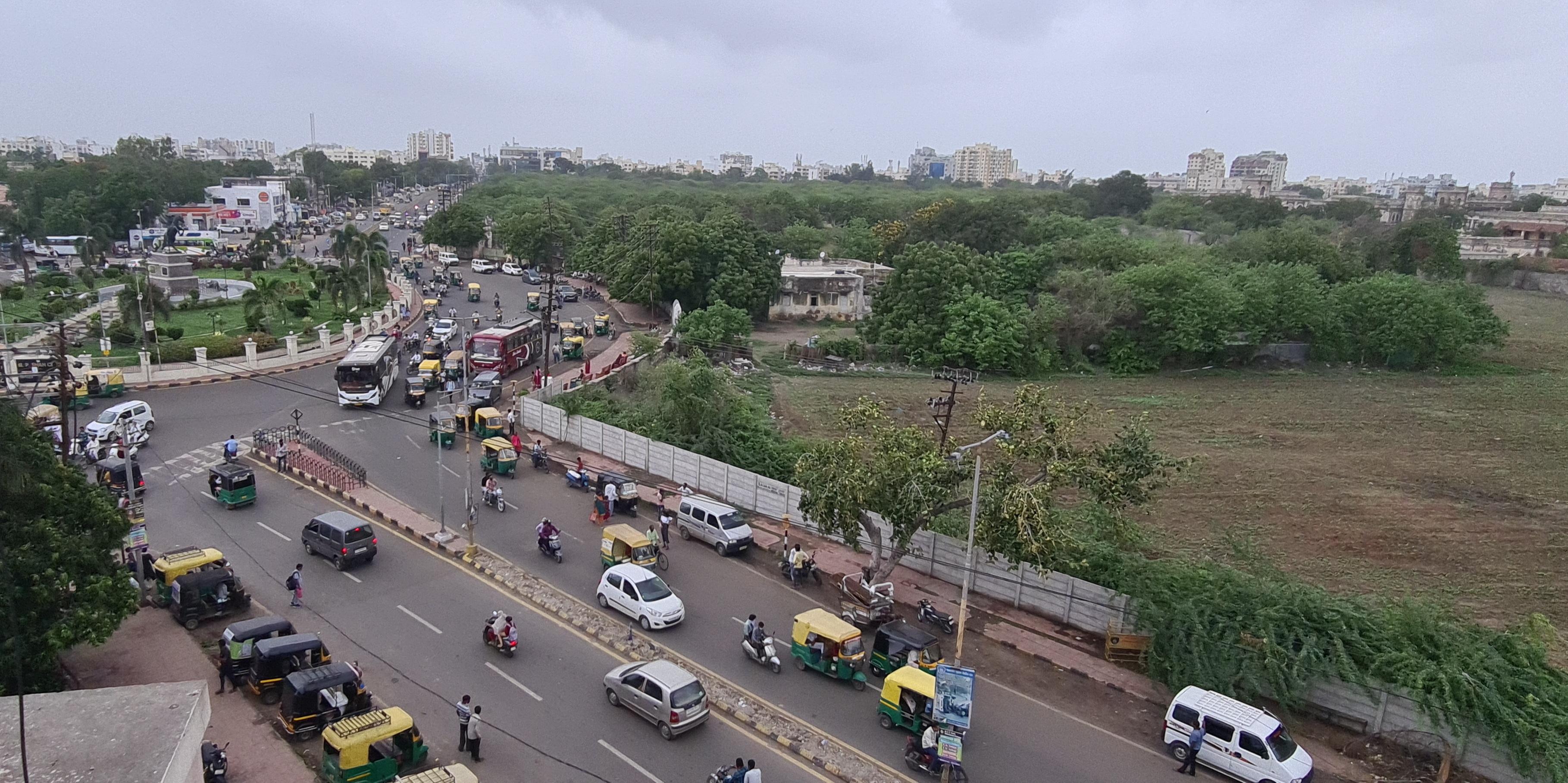 સાત રસ્તા સર્કલથી ગુરૂદ્વારા ચોકડી સુધીનો માર્ગ 18 મહિના બંધ રહેશે, ચાર માર્ગીય એલીવેટેડ ફલાય ઓવર બ્રીજનું કામ ચાલુ કરવાનું હોવાથી મનપાનો નિર્ણય|જામનગર,Jamnagar - Divya Bhaskar