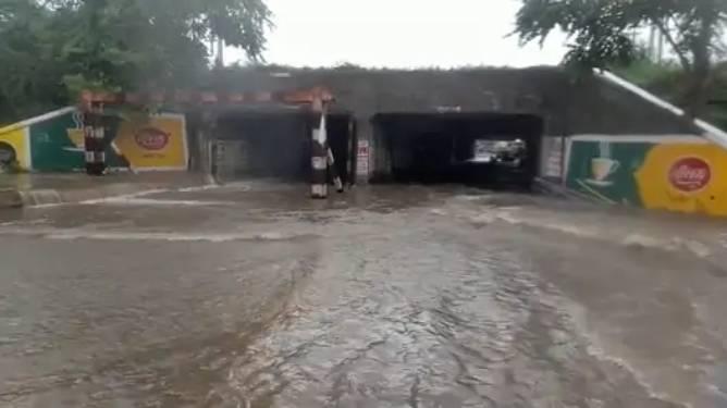 અંડર બ્રિજમાં વરસાદી પાણી ભરાતા વાહન ચાલકોને હાલાકી