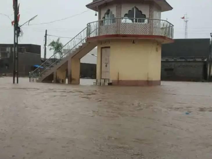 ગામડાઓમાં વરસાદી પાણી ભરાતાં લોકોને હાલાકી