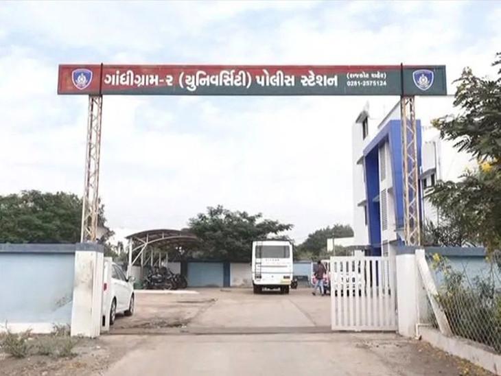 યુનિવર્સિટી પોલીસે આરોપીની શોધખોળ હાથ ધરી. - Divya Bhaskar