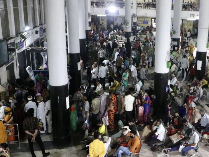 આ રેલવે સ્ટેશન કે ST સ્ટેન્ડ નથી, પણ અમદાવાદના 'સિવિલ હોસ્પિટલ'ની OPD છે; એક મહિનામાં વાઈરલ ઈન્ફેક્શનના દર્દીઓ વધ્યા|અમદાવાદ,Ahmedabad - Divya Bhaskar