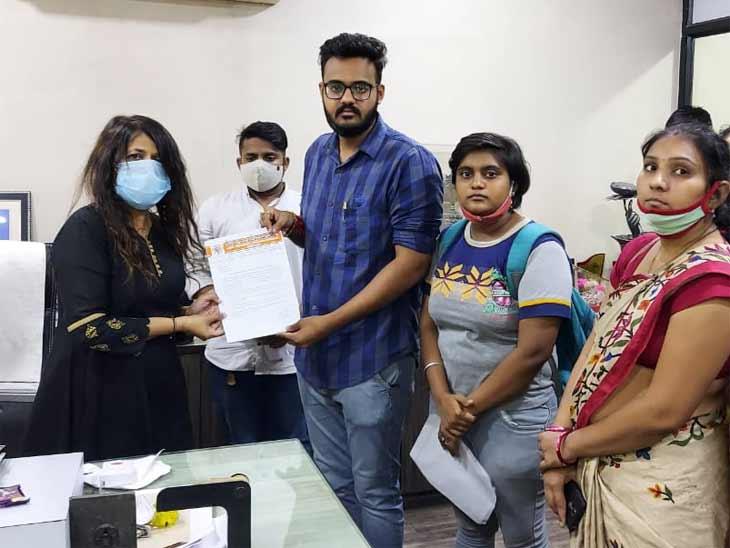એલ ડી આર્ટ્સ દ્વારા BA અને MAના વિદ્યાર્થીઓને માર્ક્સ આપવામાં ગફલત કરી, ABVPએ માર્કશીટ ફાડી વિરોધ નોંધાવ્યો|અમદાવાદ,Ahmedabad - Divya Bhaskar