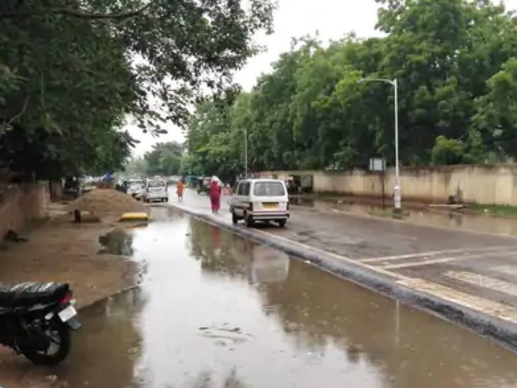 ગાંધીનગરમાં પણ સામાન્ય વરસાદ નોંધાયો છે.