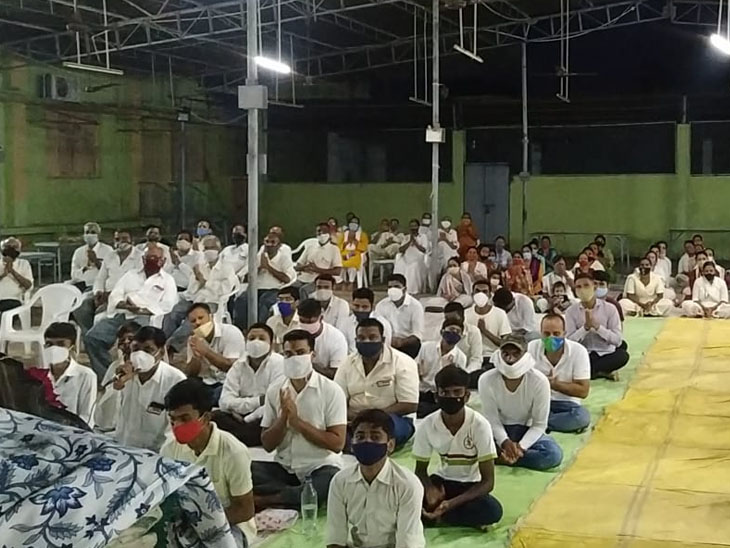 હરિપ્રસાદ સ્વામી શ્રીજી ચરણ થતાં ડભોઇમાં ભક્તોએ સ્વામિનારાયણ મહામંત્રની ધૂન કરી|ડભોઈ,Dabhoi - Divya Bhaskar