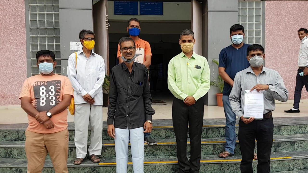 ભરૂચમાં ઉત્સવો દરમિયાન નદી અને તળાવમાં થતું પ્રદૂષણ અટકાવવા જિલ્લા કલેકટરને આવેદનપત્ર પાઠવાયું ભરૂચ,Bharuch - Divya Bhaskar