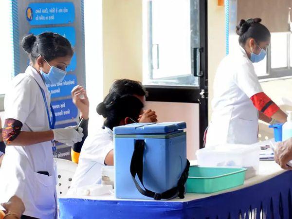 અમદાવાદમાં 20 લાખ પુરુષો અને 15 લાખથી વધુ મહિલાઓએ વેક્સિન લીધી, આઠ લાખ જેટલા લોકોએ બંને ડોઝ લીધા|અમદાવાદ,Ahmedabad - Divya Bhaskar