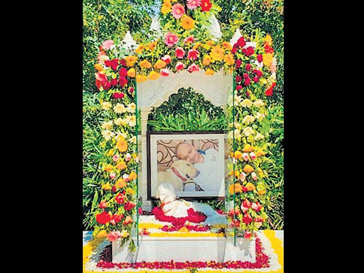 સિદસર ખાતે પાલતુ કૂતરાની યાદમાં DySPએ બંધાવ્યું મંદિર ભાવનગર,Bhavnagar - Divya Bhaskar