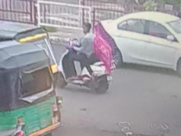 સુરતમાં CAની 20 વર્ષીય વિદ્યાર્થિની બે દિવસથી ગુમ, છોકરા સાથે મોપેડ પર જતી CCTVમાં કેદ|સુરત,Surat - Divya Bhaskar