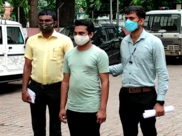 83 વર્ષીય વૃદ્ધાના ઘરઘાટી સાથે મિત્રતા કરી યુવકે 8 લાખ રૂપિયા પડાવી છેતરપિંડી કરી, આરોપીની ધરપકડ|અમદાવાદ,Ahmedabad - Divya Bhaskar