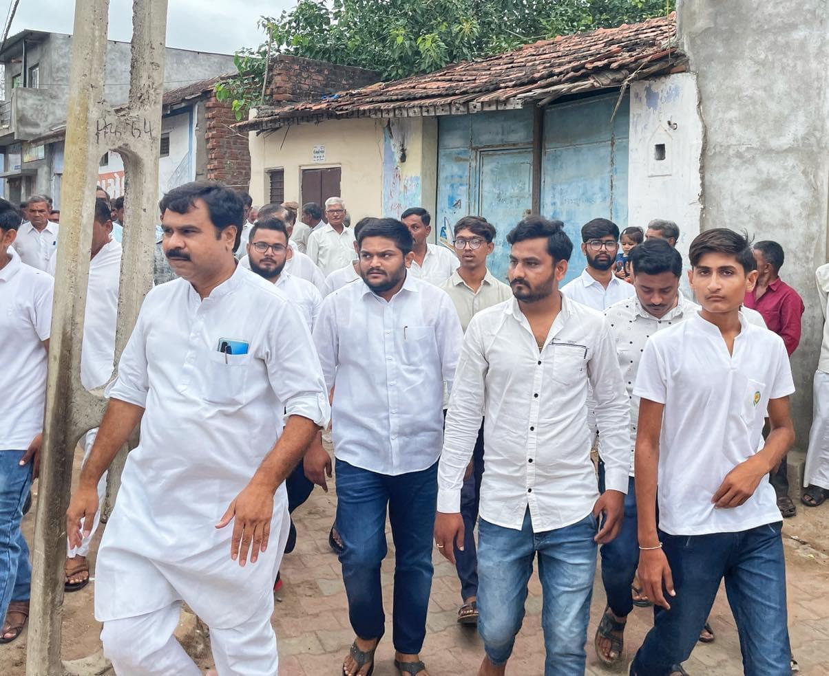 લખતર તાલુકાના લીલાપુરના શહીદ વીર જવાનને વીરાંજલી આપવા કાર્યક્રમ યોજાયો|સુરેન્દ્રનગર,Surendranagar - Divya Bhaskar
