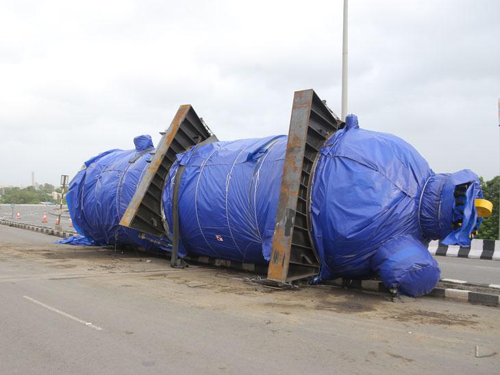 143 ટનનું બોઈલર 4 દિવસમાં હટાવાશે પણ રસ્તો ખુલતાં હજુ મહિનો લાગી જશે સુરત,Surat - Divya Bhaskar