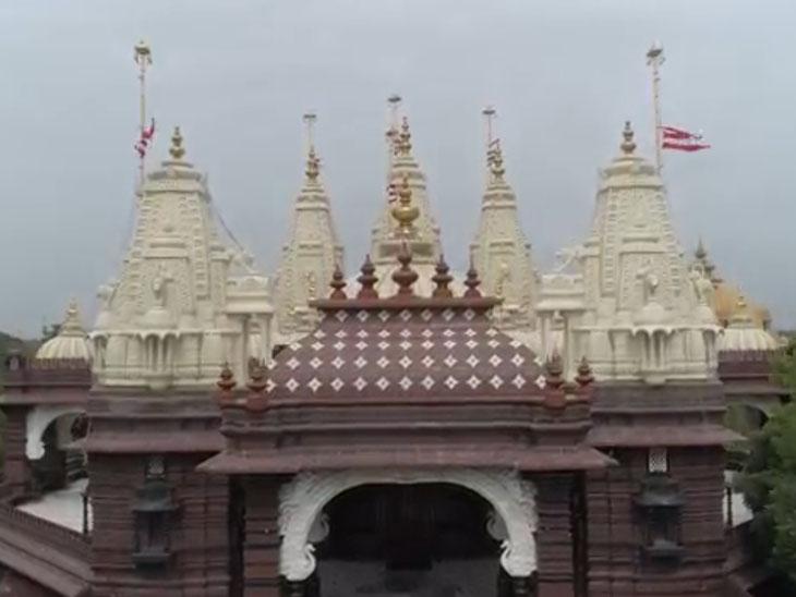 સોખડા હરિધામ મંદિરના શિખરની ધજા અડધી કાઠીએ ફરકાવાઇ