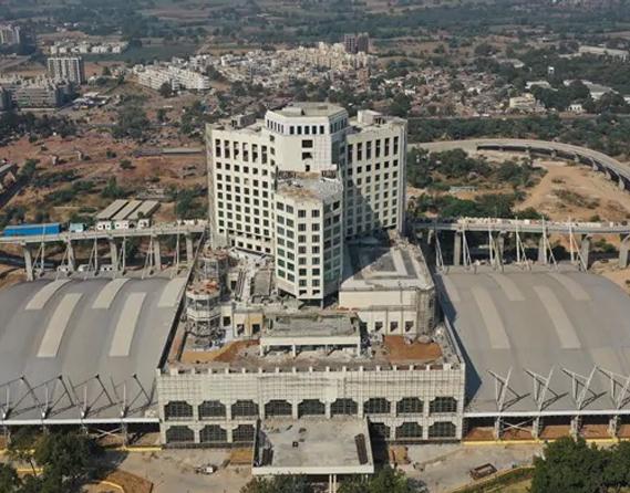 ગાંધીનગર કેપિટલ રેલવે સ્ટેશન.