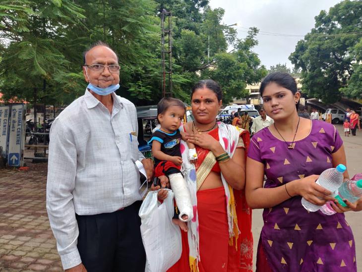 મોઢા અને નાક વચ્ચે તાળવું નહીં હોવાથી ખોરાક નાકમાંથી બહાર આવી જતો હતો. - Divya Bhaskar