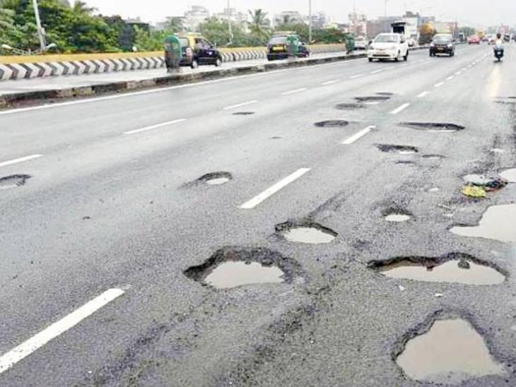 ગુજરાતમાં ખરાબ રોડ અને ખાડાની કામગીરી નહીં થવાથી છેલ્લા ત્રણ વર્ષમાં 558 અકસ્માત થયાં, 234 લોકો મોતને ભેટ્યાં અમદાવાદ,Ahmedabad - Divya Bhaskar