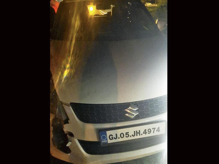 વાલોડ પોલીસ બાજીપુરા બાયપાસ પર બે કારના અકસ્માતમાં દારૂ સાથેની કાર મળી આવી. - Divya Bhaskar