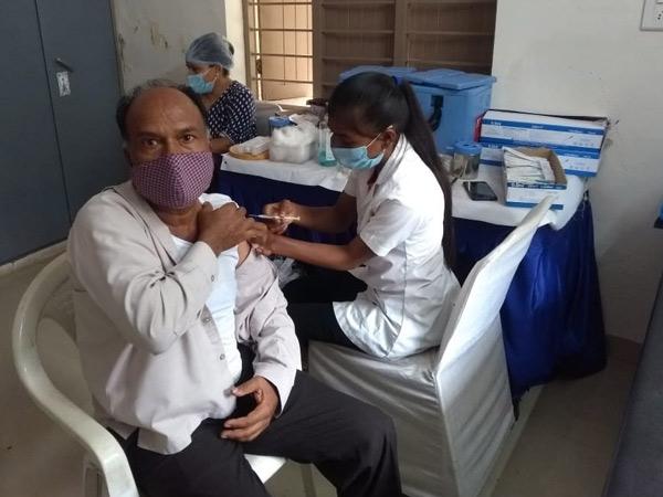 ગાંધીનગરમાં પ્રથમ ડોઝનું 90% રસીકરણ, મનપા વિસ્તારમાં બીજા ડોઝની માત્ર 31 ટકા જ કામગીરી ગાંધીનગર,Gandhinagar - Divya Bhaskar