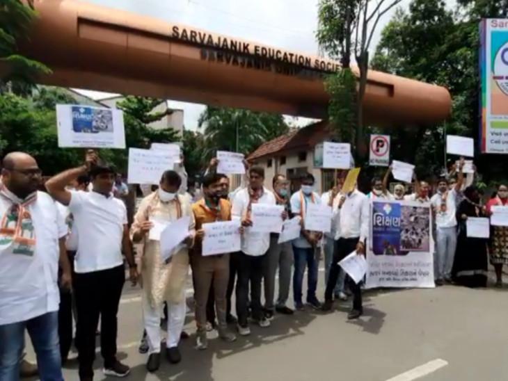 રૂપાણી સરકાર દ્વારા જ્ઞાન દિવસની ઉજવણી સામે સુરતમાં કોંગ્રેસનો સુત્રોચ્ચાર કરી વિરોધ, રસ્તો બ્લોક કરવાનો પ્રયાસ કરતા પોલીસ કાર્યવાહી|સુરત,Surat - Divya Bhaskar