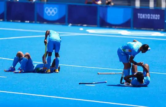 હાર બાદ ભારતીય પુરુષ હોકી ટીમ નિરાશ.
