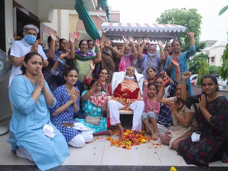 શ્રી સ્વામિનારાયણ હરિમંદિરના મહારાજ અક્ષરધામ નિવાસી થતાં ભક્તો શોકમગ્ન|કલોલ (ગાંધીનગર),Kalol (Gandhinagar) - Divya Bhaskar