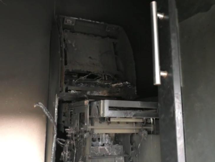 SBI બેંકના ATM મશીનને તસ્કરોએ નિશાન બનાવ્યું.