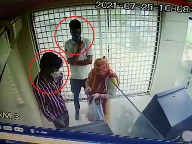 અમદાવાદમાં ATMમાં મદદના બહાને લોકોને છેતરતી ગેંગ ઝડપાઈ, આરોપીઓ પાસેથી 13 ATM કાર્ડ મળ્યા અમદાવાદ,Ahmedabad - Divya Bhaskar