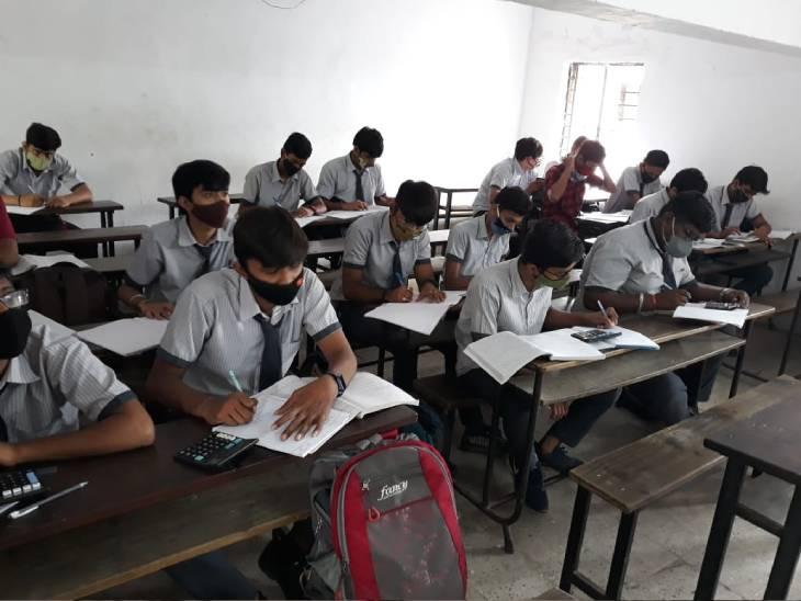 ધોરણ 9થી 12ની સ્કૂલો શરૂ થઈ પણ ત્રીજી લહેરના ડરને કારણે વાલીઓ બાળકોને સ્કૂલમાં નથી મોકલતાં|અમદાવાદ,Ahmedabad - Divya Bhaskar