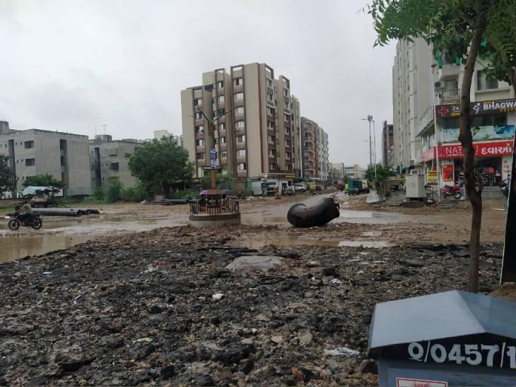 અમદાવાદમાં પડેલા ભૂવા અને તૂટેલા રોડ-રસ્તાનું 10 ઓગસ્ટ સુધીમાં કામગીરી પૂર્ણ કરવા અધિકારીઓને સૂચના|અમદાવાદ,Ahmedabad - Divya Bhaskar