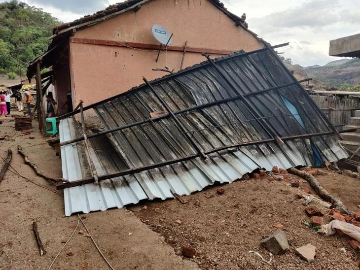 ઉનાના નાંદરખ ગામે પરિવાર ઉપર તાઉતે વાવાઝોડાની રાતે છત ધરાશાયી થઈ છતાં તંત્ર સહાય ચૂકવવા તૈયાર નથી|ઉના,Una - Divya Bhaskar