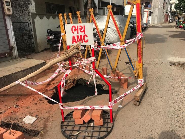 ચોમાસામાં અમદાવાદ બન્યું 'ભૂવા નગરી', ખોખરામાં એક જ રોડ પર 100 ફૂટના અંતરે ત્રણ ભૂવા પડયા|અમદાવાદ,Ahmedabad - Divya Bhaskar