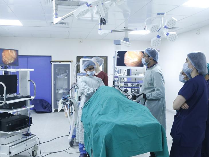 પારુલ સેવાશ્રમ હોસ્પિટલમાં મહિલાની સફળ સર્જરી કરાઇ હતી. - Divya Bhaskar