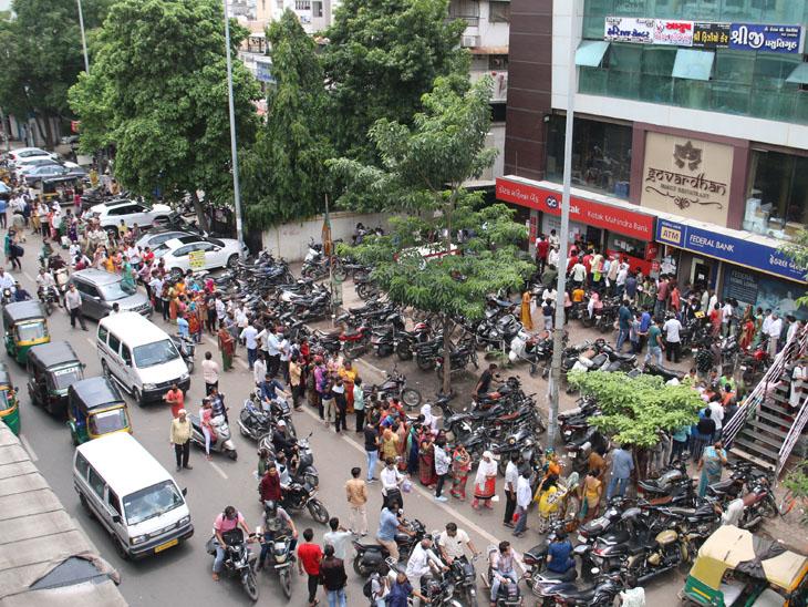 ફોર્મ, દાખલા અને વેક્સિન લેવા હજારો લોકોની કતારો લાગી|સુરત,Surat - Divya Bhaskar