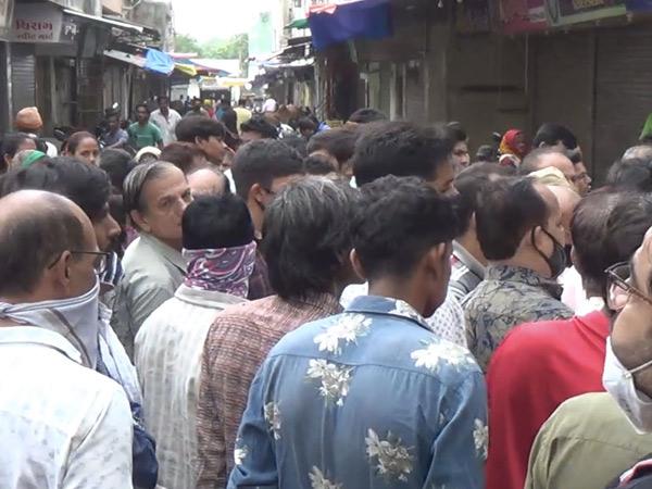જૂનાગઢનાં કડિયાવાડમાં અસામાજીક તત્વનો ત્રાસ,વેપારીઓ બંધ પાળ્યો|જુનાગઢ,Junagadh - Divya Bhaskar