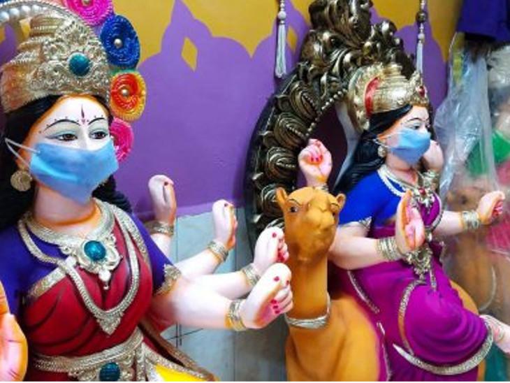 સુરતના ભાવિકોએ રંગે ચંગે દશા માની સ્થાપના કરી,માટીની 1 થી 1.5 ફૂટની મૂર્તિ 1500-2000 રૂપિયામાં વેચાઈ સુરત,Surat - Divya Bhaskar