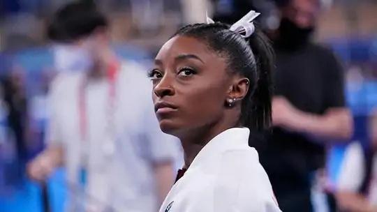 અમેરિકન જિમ્નાસ્ટ સાઈમોન બાઇલ્સ તેની તબિયતને કારણે ઓલિમ્પિકમાંથી અલગ થઈ ગઇ હતી.