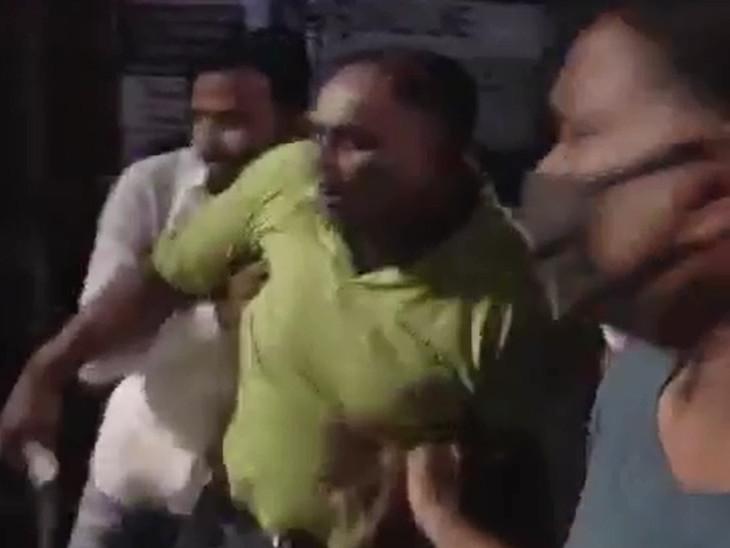 વડોદરામાં સિટી પોલીસ સ્ટેશનના લોકઅપમાં યુવાનનો ઝેરી દવા પીને આપઘાતનો પ્રયાસ, પોલીસની કામગીરી સામે પરિવારજનોમાં રોષ|વડોદરા,Vadodara - Divya Bhaskar