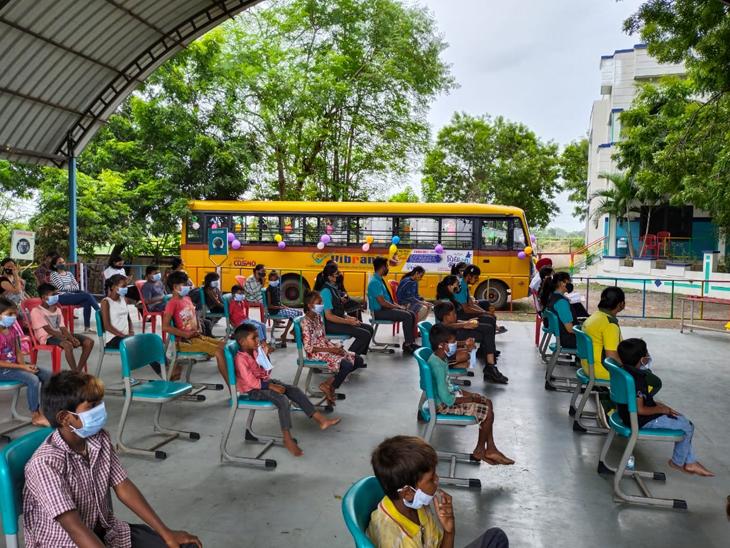 હરતી ફરતી શાળા જે ગામડામાં રહેતા વંચિત જૂથના બાળકોને ઘરે જઇ આપશે અક્ષરજ્ઞાન બારડોલી,Bardoli - Divya Bhaskar